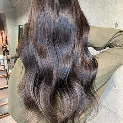 ヌーディーベージュ ロング アッシュグレー グレー ヘアスタイルや髪型の写真・画像