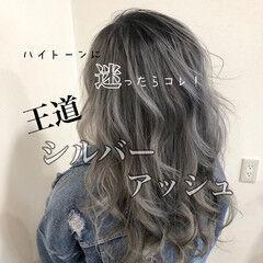 モード ハイトーン ロング シルバーアッシュ ヘアスタイルや髪型の写真・画像