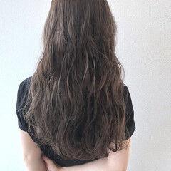 シルバーアッシュ 無造作ヘア ロング ナチュラル ヘアスタイルや髪型の写真・画像
