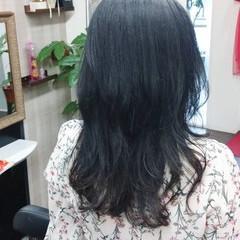 ミディアムレイヤー ネイビーカラー ナチュラル ネイビーアッシュ ヘアスタイルや髪型の写真・画像