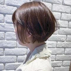 ミニボブ 前下がりショート インナーカラー 小顔ショート ヘアスタイルや髪型の写真・画像