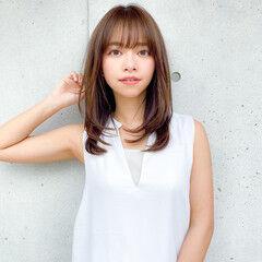 レイヤーカット コンサバ デジタルパーマ 小顔 ヘアスタイルや髪型の写真・画像