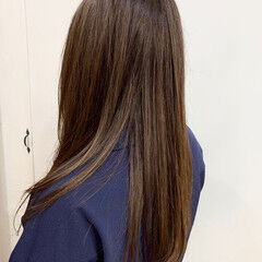 ナチュラル ロング ヘアカラー レイヤー ヘアスタイルや髪型の写真・画像