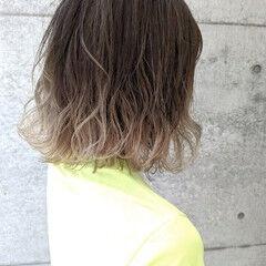 ホワイトカラー ホワイトベージュ ボブ ストリート ヘアスタイルや髪型の写真・画像