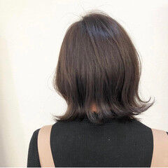 初カラー コテ巻き ブリーチ無し 切りっぱなしボブ ヘアスタイルや髪型の写真・画像