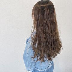 グレーアッシュ 大人かわいい グラデーションカラー ロングヘア ヘアスタイルや髪型の写真・画像
