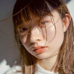レイヤーカット お洒落 ロングヘア カジュアル ヘアスタイルや髪型の写真・画像