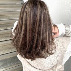 ハイライト ナチュラル セミロング 大人ハイライト ヘアスタイルや髪型の写真・画像
