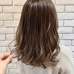 ミディアム アンニュイ ナチュラル ベージュ ヘアスタイルや髪型の写真・画像