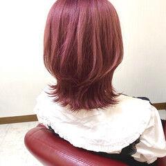 ミディアム ラズベリーピンク ピンク ベリーピンク ヘアスタイルや髪型の写真・画像