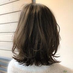 外ハネ ミディアムレイヤー レイヤーカット ミディアム ヘアスタイルや髪型の写真・画像
