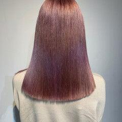 ミディアム ガーリー ラズベリーピンク ピンクベージュ ヘアスタイルや髪型の写真・画像