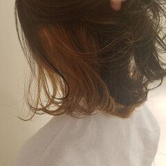 外ハネボブ ストリート インナーカラー 切りっぱなしボブ ヘアスタイルや髪型の写真・画像