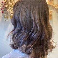 大人可愛い ハイトーンカラー ミディアム グレージュ ヘアスタイルや髪型の写真・画像