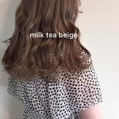 ナチュラル セミロング ベージュ ミルクティーベージュ ヘアスタイルや髪型の写真・画像