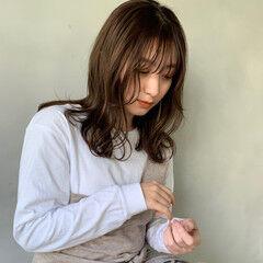 アンニュイ ミディアム ナチュラルベージュ ミルクティーベージュ ヘアスタイルや髪型の写真・画像