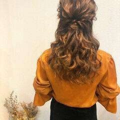 セミロング フェミニン ヘアアレンジ ねじり ヘアスタイルや髪型の写真・画像