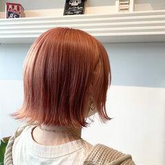 ガーリー コーラルピンク ピンクベージュ ダブルカラー ヘアスタイルや髪型の写真・画像