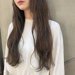 外国人風カラー グレージュ ロング ナチュラル ヘアスタイルや髪型の写真・画像