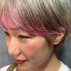 ショート ストリート インナーカラー ハイトーンカラー ヘアスタイルや髪型の写真・画像