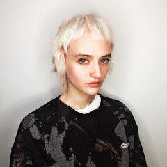 オン眉 ホワイト フリンジバング 外国人風 ヘアスタイルや髪型の写真・画像