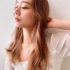 フェミニン ロング ハイトーンカラー ペールピンク ヘアスタイルや髪型の写真・画像