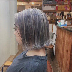 大人ハイライト スモーキーアッシュベージュ ショートボブ ハンサムショート ヘアスタイルや髪型の写真・画像