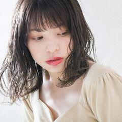 大人かわいい ミディアム ミルクグレージュ ミルクティーグレージュ ヘアスタイルや髪型の写真・画像
