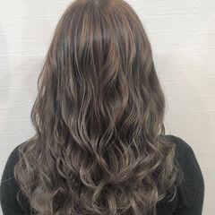 ミルクティー ミルクティーグレージュ コテ巻き ミルクティーグレー ヘアスタイルや髪型の写真・画像