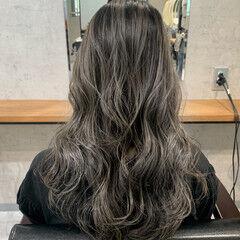 シルバーアッシュ ブリーチ ナチュラル シルバーグレージュ ヘアスタイルや髪型の写真・画像