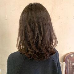 外国人風パーマ コテ巻き風パーマ ナチュラル レイヤーカット ヘアスタイルや髪型の写真・画像