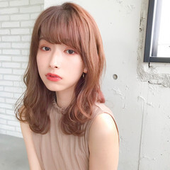 巻き髪 前髪 ミディアムレイヤー フェミニン ヘアスタイルや髪型の写真・画像