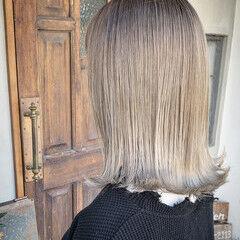 ホワイトグラデーション グラデーションカラー 切りっぱなしボブ ナチュラル ヘアスタイルや髪型の写真・画像