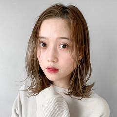 外国人風カラー アンニュイほつれヘア 前髪アレンジ インナーカラーグレージュ ヘアスタイルや髪型の写真・画像