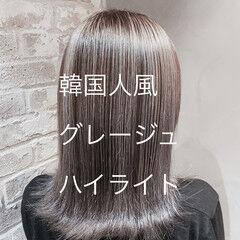 ハイライト シルバーグレージュ ブリーチカラー 大人ハイライト ヘアスタイルや髪型の写真・画像