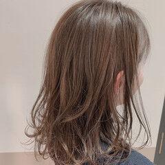 ワンカール ミディアムレイヤー スウィングレイヤー フェミニン ヘアスタイルや髪型の写真・画像