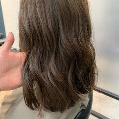 オリーブアッシュ オリーブカラー オリーブグレージュ ロング ヘアスタイルや髪型の写真・画像