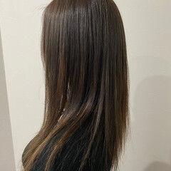 オリーブアッシュ オリーブベージュ 髪質改善カラー 脱縮毛矯正 ヘアスタイルや髪型の写真・画像