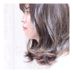 すっきり アッシュ ワンカール ナチュラル ヘアスタイルや髪型の写真・画像
