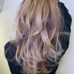 ミルクティーベージュ シルバーグレージュ グレージュ ブリーチオンカラー ヘアスタイルや髪型の写真・画像