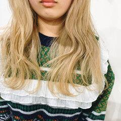 ホワイトベージュ ブロンド ブロンドカラー ガーリー ヘアスタイルや髪型の写真・画像