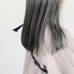 ブルーアッシュ オリーブグレージュ ミディアムレイヤー ナチュラル ヘアスタイルや髪型の写真・画像