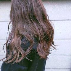 ロング ナチュラルベージュ スモーキーカラー ナチュラル ヘアスタイルや髪型の写真・画像