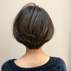 スモーキーアッシュ ナチュラル アッシュグレー デート ヘアスタイルや髪型の写真・画像