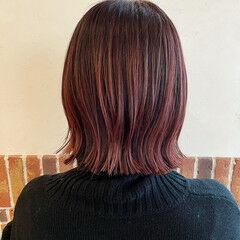 ピンクパープル ガーリー ピンクバイオレット 切りっぱなしボブ ヘアスタイルや髪型の写真・画像