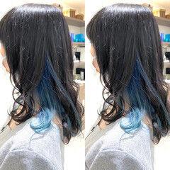 ミディアム インナーブルー ブルーグラデーション インナーカラー ヘアスタイルや髪型の写真・画像