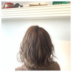 切りっぱなしボブ ミルクティーベージュ ミルクティーアッシュ ミディアム ヘアスタイルや髪型の写真・画像