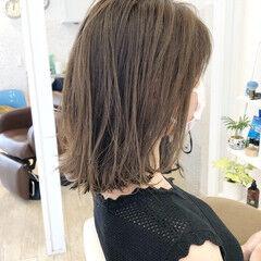 ミディアム マットグレージュ 外ハネボブ ナチュラル ヘアスタイルや髪型の写真・画像