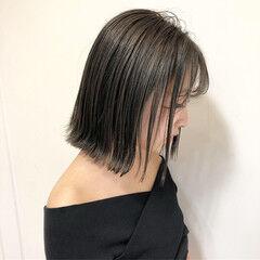 ボブ ミニボブ オリーブカラー 切りっぱなしボブ ヘアスタイルや髪型の写真・画像