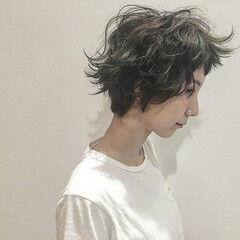 外国人風 ショート 暗髪 アッシュ ヘアスタイルや髪型の写真・画像